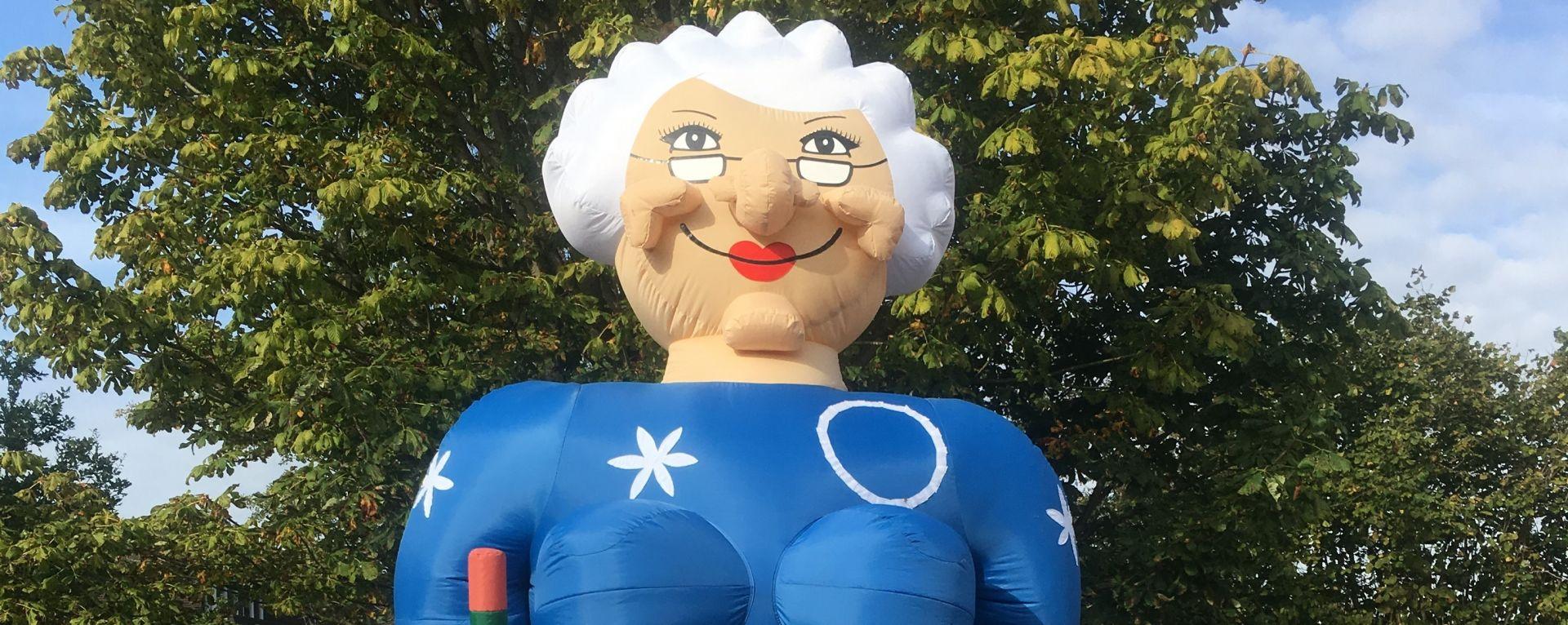 Opblaasbare Feestpop voor 70 jarige vrouw