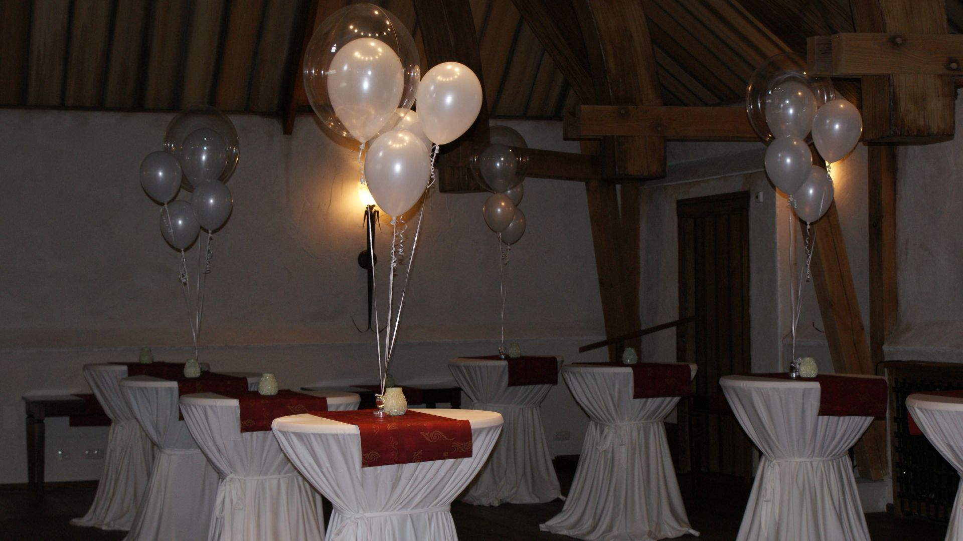 Tafeldecoratie van 3 ballonnen